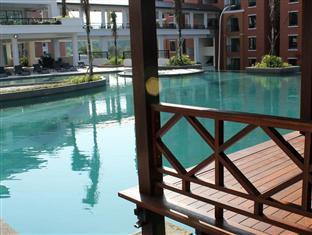 Arabian Bay Resort Swimming Pool